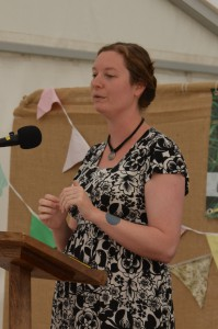 Laura talking about how to use herbs from your kitchen as home remedies, Cardiff Country Fair.